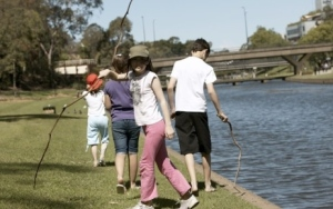 Kids_and_Sticks_River_TO_USE