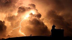 694930-lightning